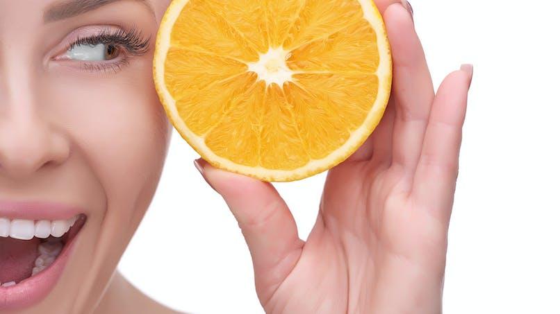 La vitamine C réduit le risque de cataracte