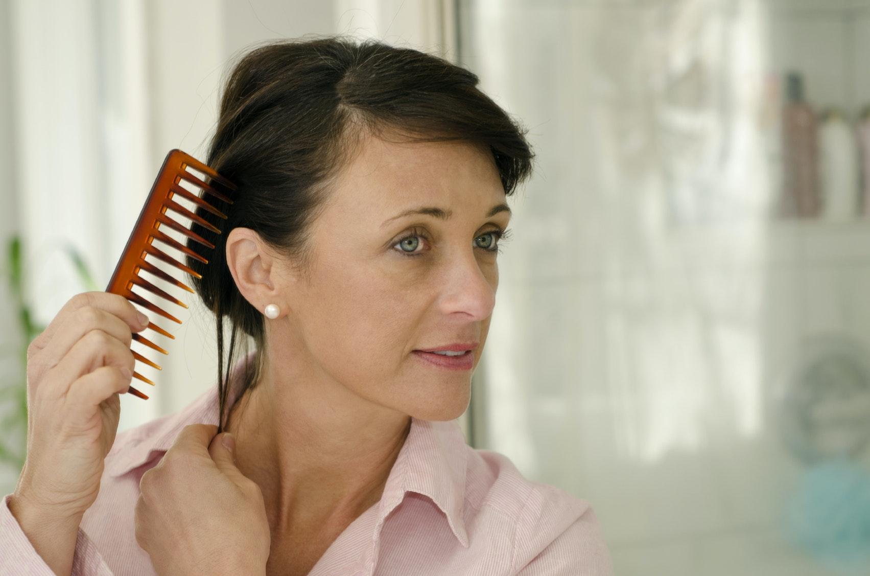 que faire contre chute de cheveux femme