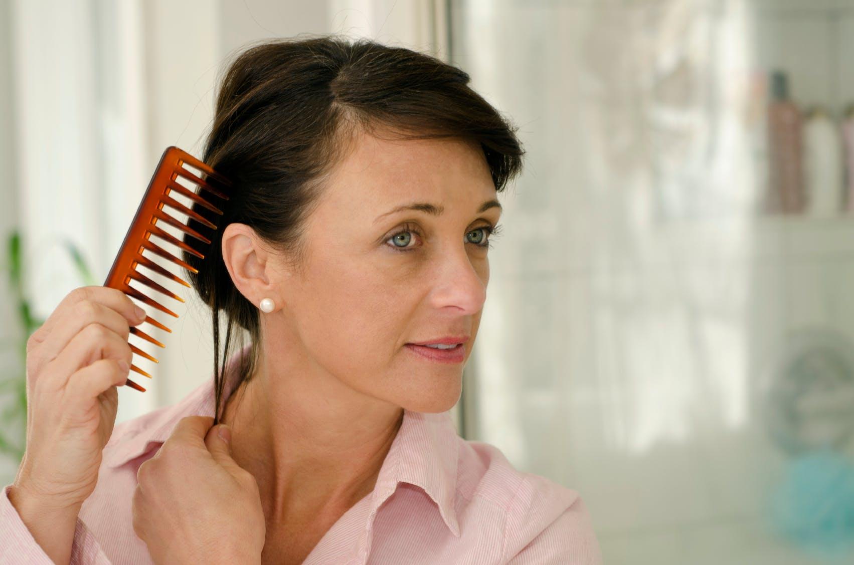 Chute De Cheveux Comment Stimuler La Repousse Chez La Femme