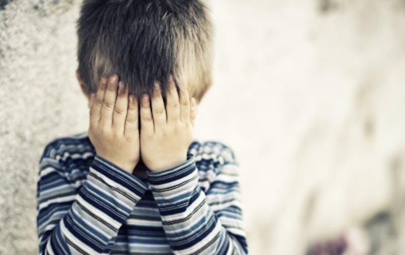 Autisme: le gouvernement promet des mesures contre le «packing»