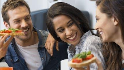 A quel âge a-t-on le plus de relations sociales?