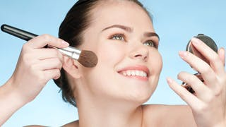 Maquillage pour le teint: les 10 gestes indispensables