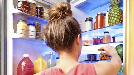 Pourquoi manger tard nous fait grossir?