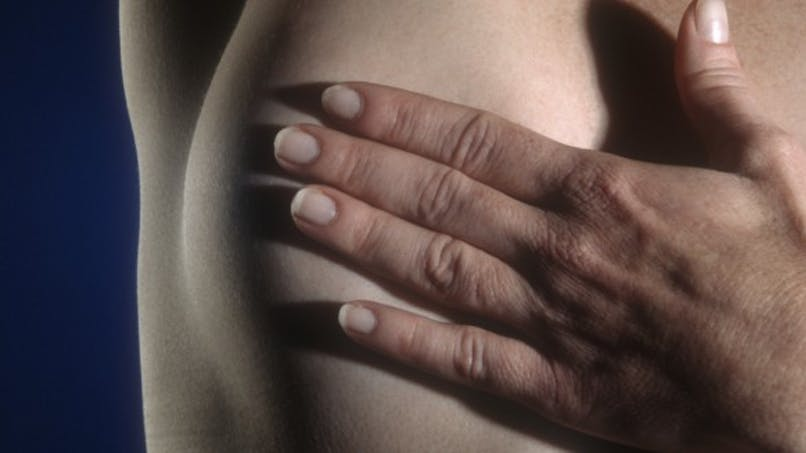Autopalpation des seins: une vidéo hilarante pour apprendre à la faire