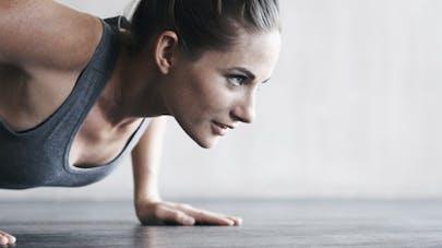 Comment l'exercice physique nous aide à moins grignoter
