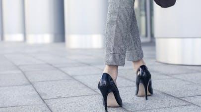Ce que vous risquez à porter des talons hauts au travail