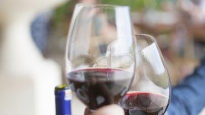 Alcool: comment la taille du verre influence notre consommation