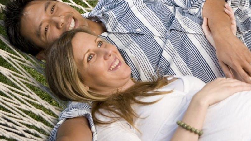 Grossesse: 36% des pères aimeraient donner la vie