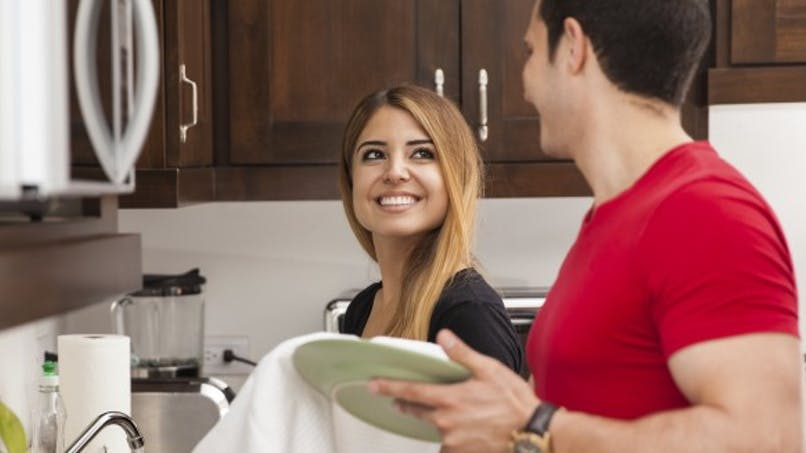 Se partager les tâches ménagères, un plus pour la vie sexuelle!