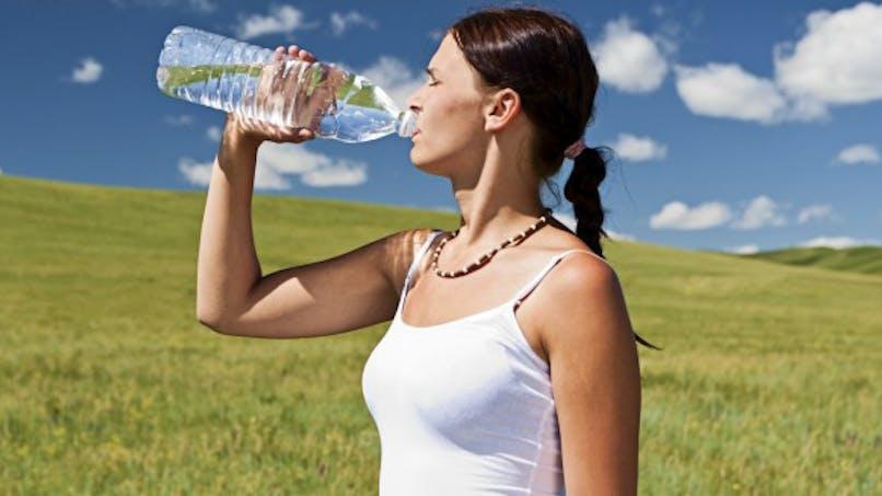 Boire de l'eau: vrai-faux et idées reçues