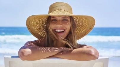 Comment protéger ses cheveux et son crâne du soleil