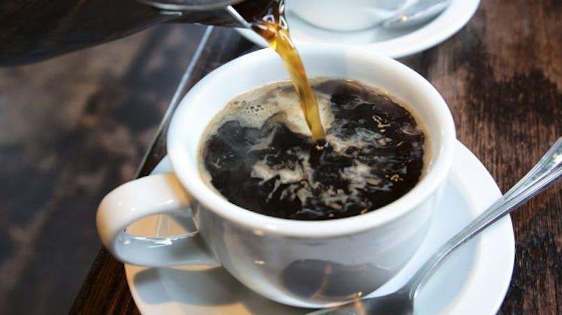 La caféine est-elle vraiment déshydratante?