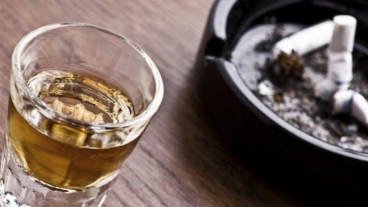 Le lien entre l'arrêt de la cigarette et la consommation d'alcool