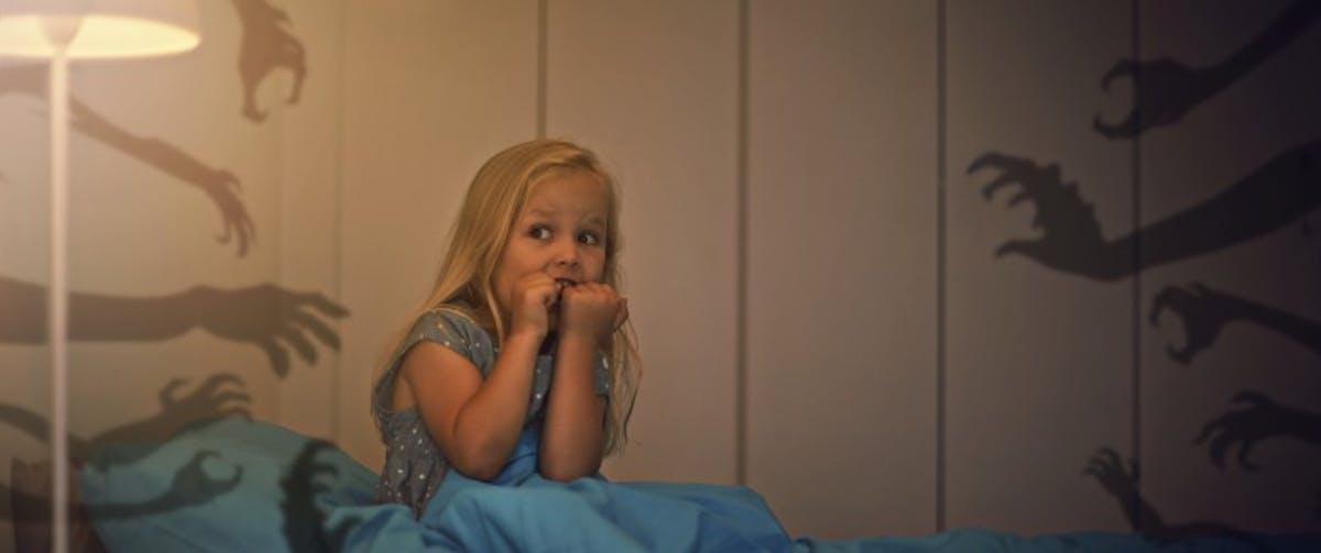 enfants comment les aider en cas de r veil nocturne sant magazine. Black Bedroom Furniture Sets. Home Design Ideas