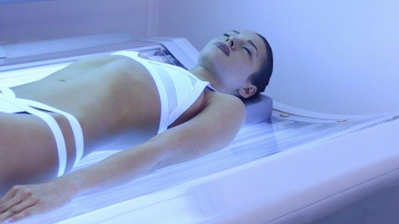 Bronzage artificiel: des avertissements sanitaires obligatoires