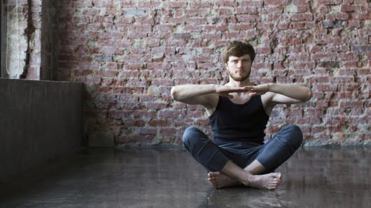 Découvrez le broga, le yoga pour les hommes