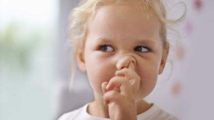 Se mettre les doigts dans le nez: une habitude dangereuse