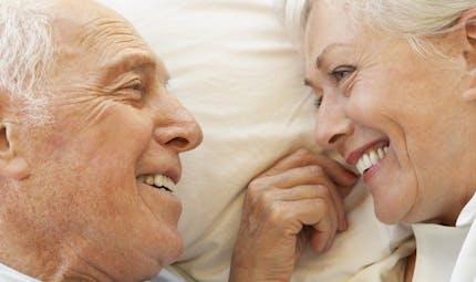 Sexualité: après la ménopause, elle protège de l'hypertension