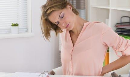 Les bons gestes à adopter au bureau contre le mal de dos