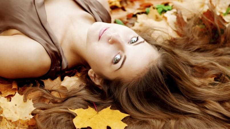 Automne: 3 astuces pour raviver l'éclat des cheveux