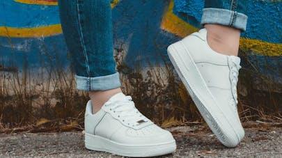 Toujours en baskets: est-ce un problème pour les pieds?