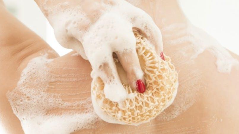 Les nids à microbes qui se cachent dans nos salles de bain