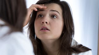 Acné liée au stress: comment limiter les dommages