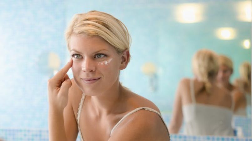 Quels soins pour prévenir les rides autour des yeux?