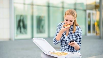 Comment inciter votre ado à manger plus sainement?