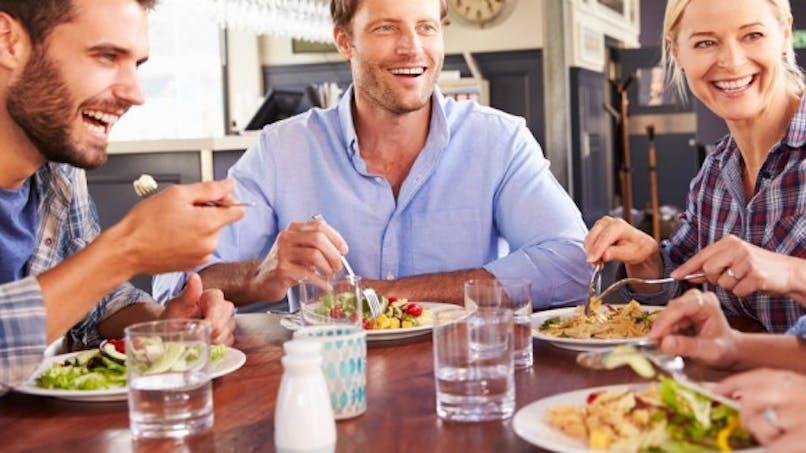 6 erreurs à éviter après manger pour bien digérer