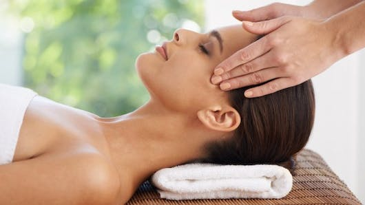 Quatre massages liftants et anti-âge du visage