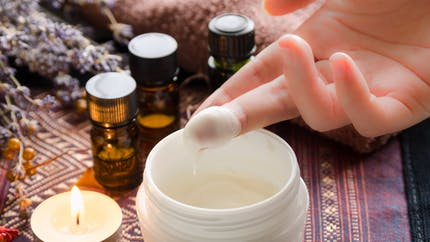 Quelles huiles essentielles appliquer sur la peau? Et comment?