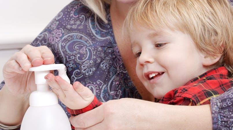 Le savon antibactérien est-il inefficace, voire dangereux?