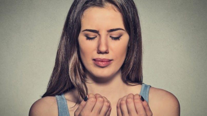 Ongle noirci: comment réagir?