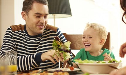 Les parents trouvent difficile de nourrir sainement leur enfant