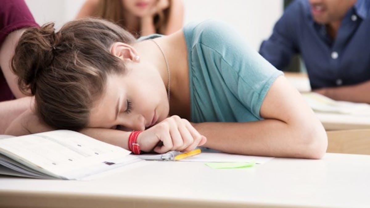 Adolescents: comment le manque de sommeil altère leur cerveau
