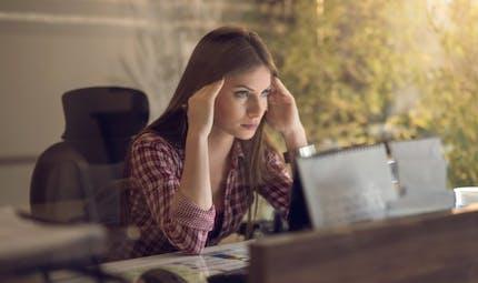 Crise de nerfs liée au stress: 5 signes à connaître