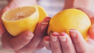 L'eau au citron aide-t-elle vraiment à perdre du poids?