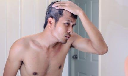 Les cheveux gris: le signe d'un risque cardiaque chez les hommes