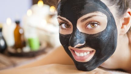Masque noir: les règles à suivre pour bien choisir ce produit