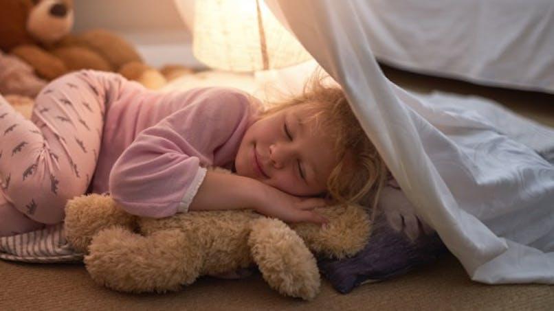 Obésité: se coucher à heure fixe préserve les enfants