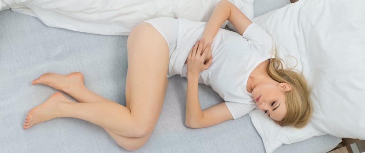 Maux de ventre pendant la nuit : les causes possibles ...