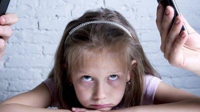Quand les parents sont accros au portable, les enfants vont mal