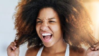 Cheveux crépus et frisés: les 5 règles d'or
