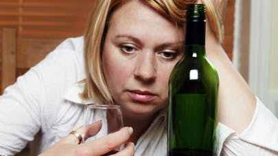 Alcoolisme: polémique autour des doses maximum de baclofène