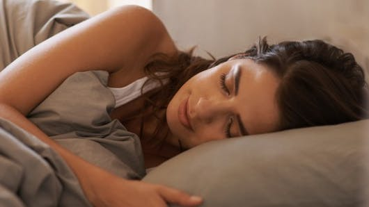 Pouvons-nous éternuer dans notre sommeil?