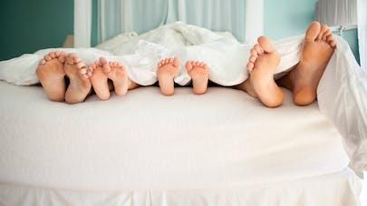 Les couples qui vivent sous le même toit partagent aussi leur microbiome