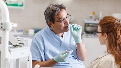 3 signes qu'il est temps de prendre rendez-vous chez le dentiste