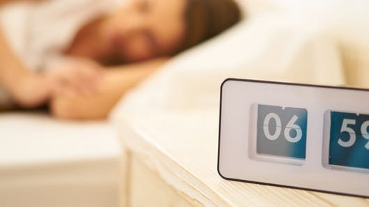 Se réveiller juste avant la sonnerie du réveil: pourquoi?
