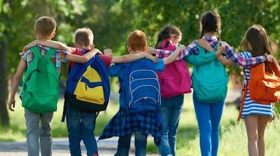Rentrée des classes: comment porter et remplir son cartable pour éviter le mal de dos